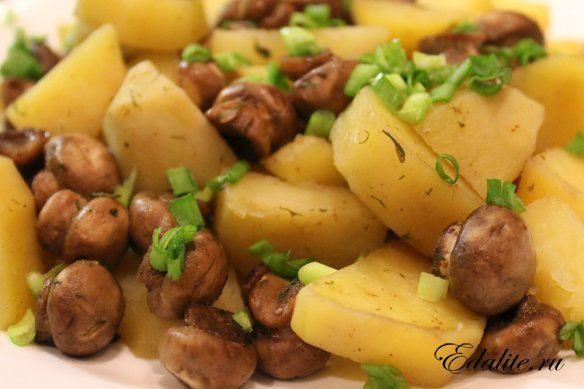 Картофель с шампиньонами на Новый год 2017: рецепт с фото.
