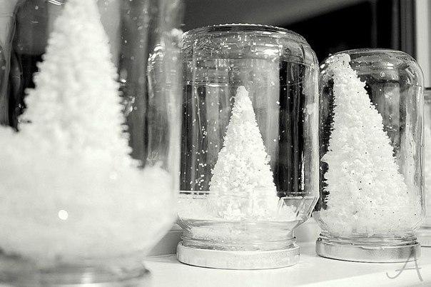 Искусственный снег в стеклянной бутылке